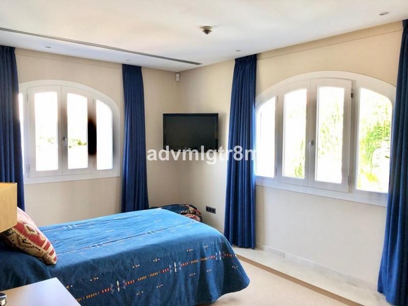 5 bed Property For Sale in Benahavís, Costa del Sol - 18
