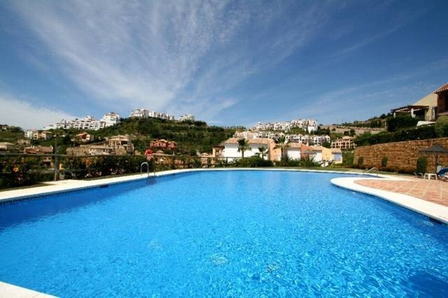 6 bed Property For Sale in Los Almendros,  - 3