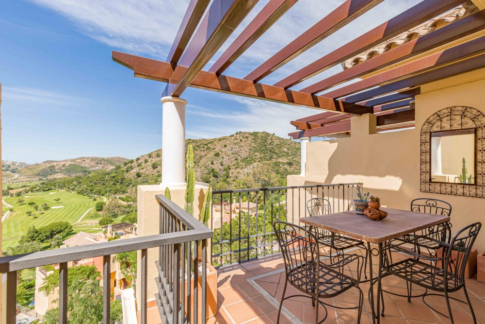 2 bed Property For Sale in Benahavis,  - 1