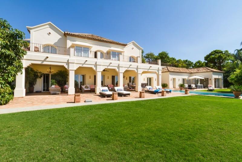 6 bed Property For Sale in Los Arqueros, Costa del Sol - 1