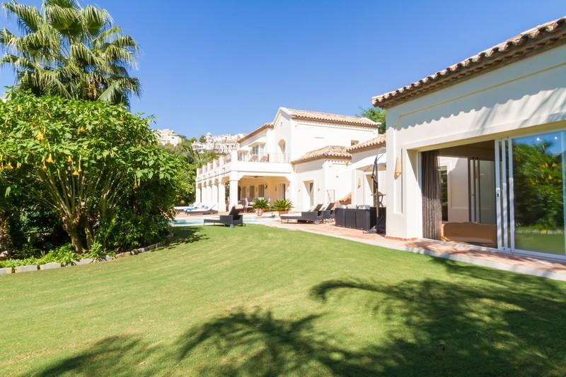 6 bed Property For Sale in Los Arqueros, Costa del Sol - 2