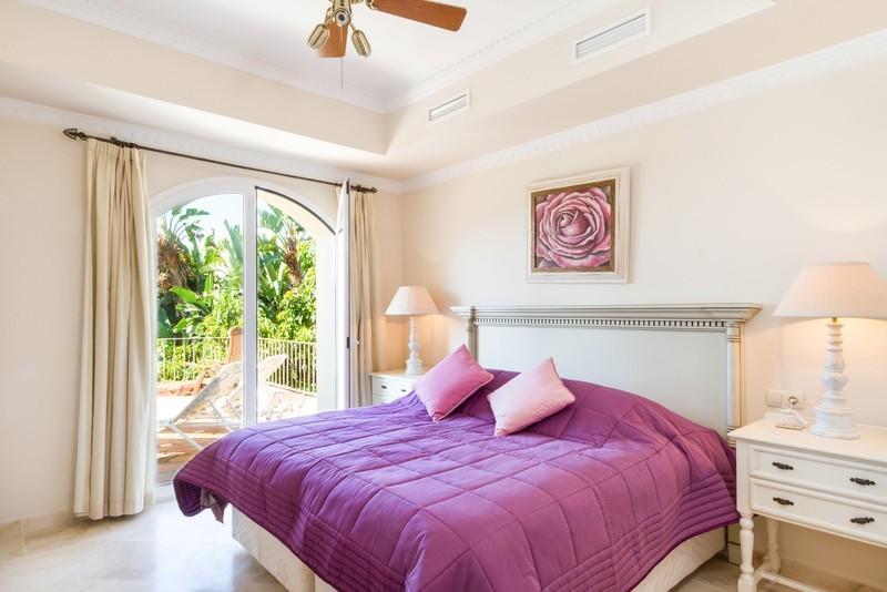 6 bed Property For Sale in Los Arqueros, Costa del Sol - 3
