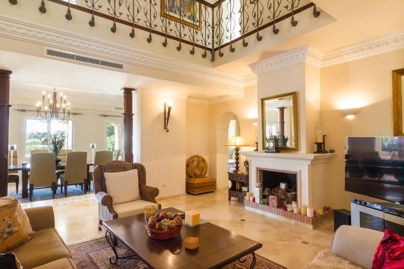 6 bed Property For Sale in Los Arqueros, Costa del Sol - 13