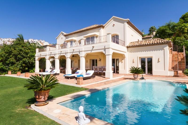 6 bed Property For Sale in Los Arqueros, Costa del Sol - 23