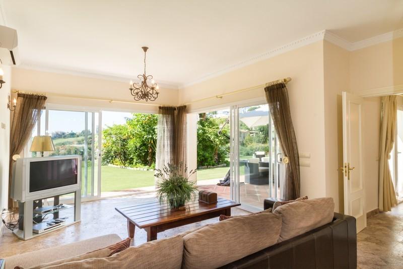 6 bed Property For Sale in Los Arqueros, Costa del Sol - 27