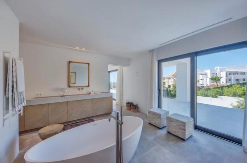 5 bed Property For Sale in Benahavís, Costa del Sol - 16