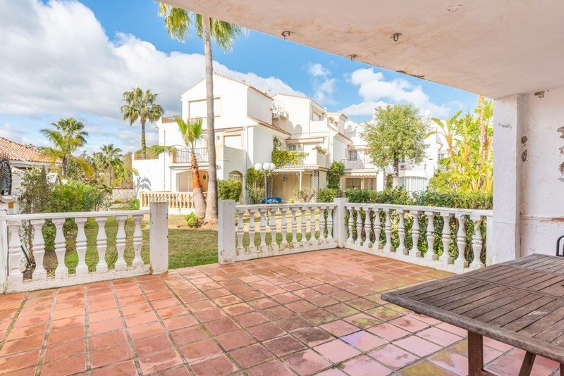 4 bed Property For Sale in Atalaya, Costa del Sol - 16