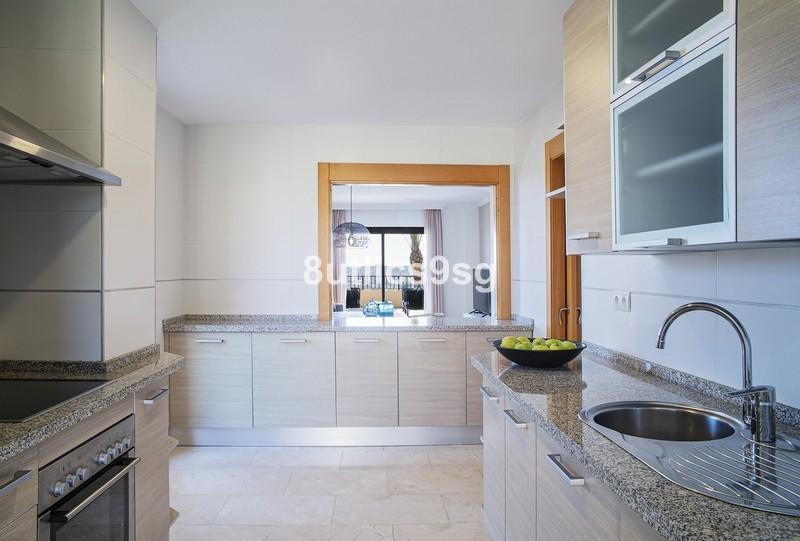 2 bed Property For Sale in Benahavís, Costa del Sol - 16