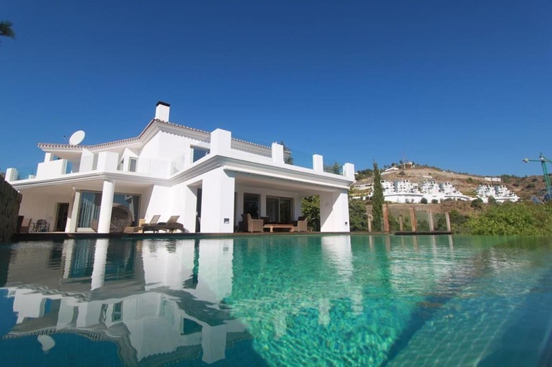 7 bed Property For Sale in La Quinta, Costa del Sol - 1