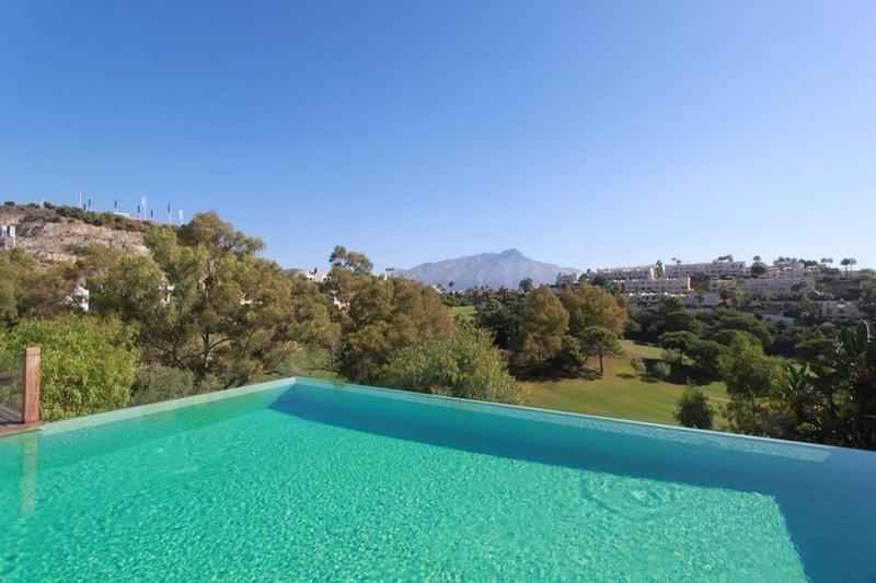 7 bed Property For Sale in La Quinta, Costa del Sol - 2