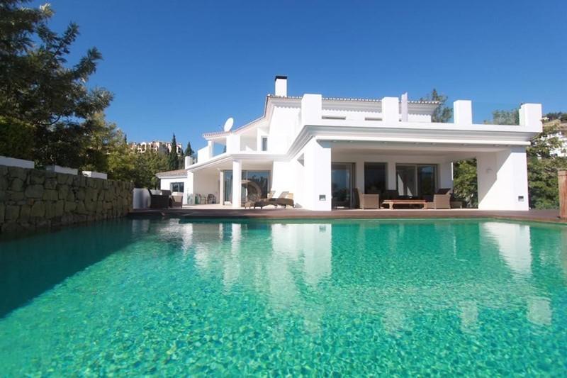 7 bed Property For Sale in La Quinta, Costa del Sol - 3