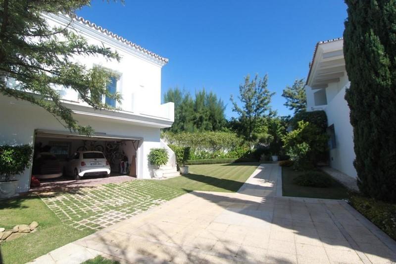 7 bed Property For Sale in La Quinta, Costa del Sol - 23