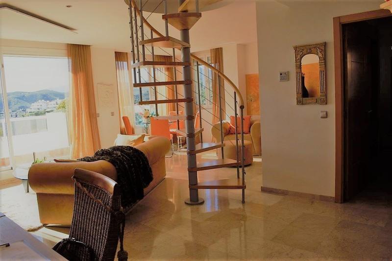 3 bed Property For Sale in Benahavís, Costa del Sol - 18