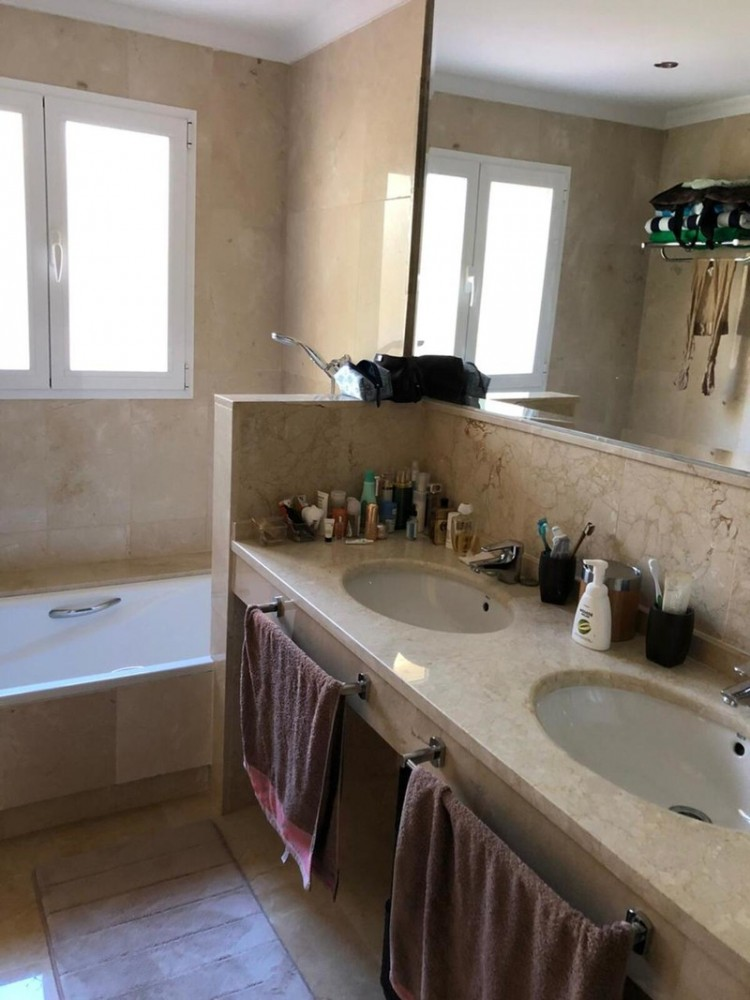 3 bed Property For Sale in Atalaya, Costa del Sol - 9