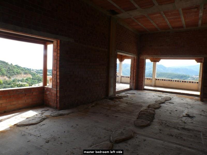 10 bed Property For Sale in La Zagaleta, Costa del Sol - 16