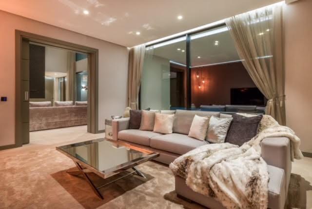 6 bed Property For Sale in El Madroñal, Costa del Sol - 24