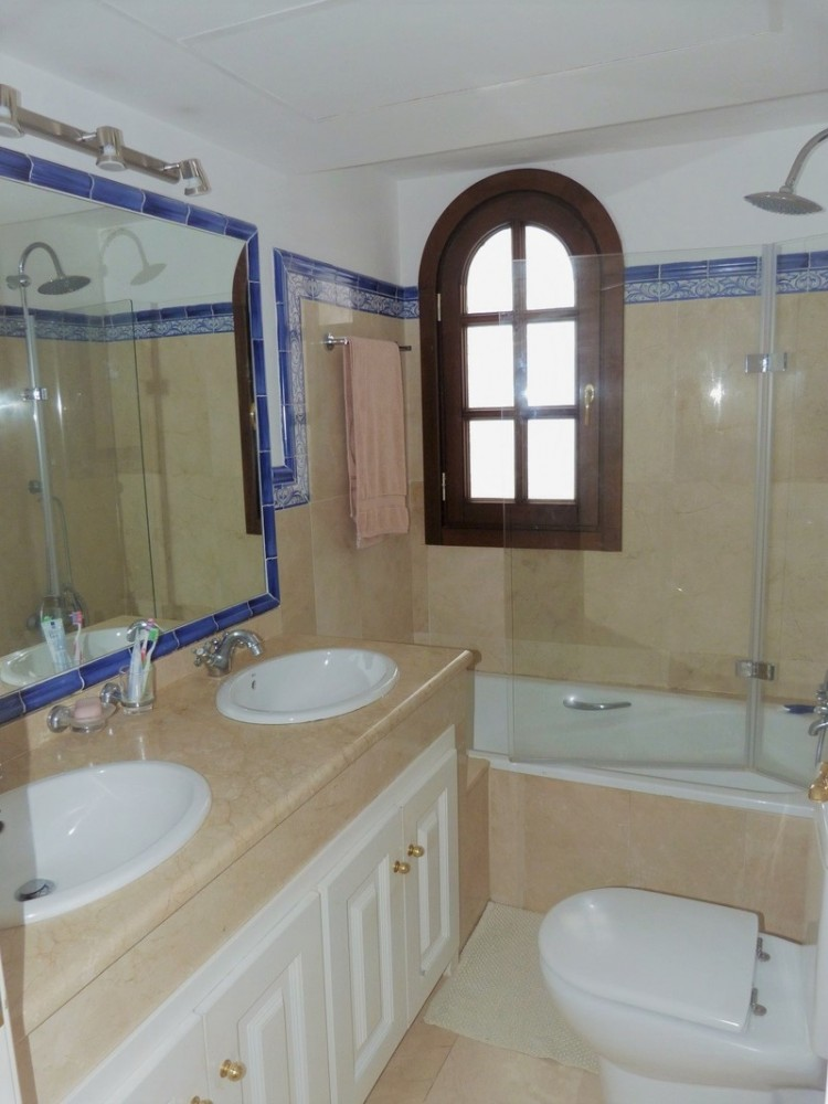 3 bed Property For Sale in La Heredia, Costa del Sol - 12