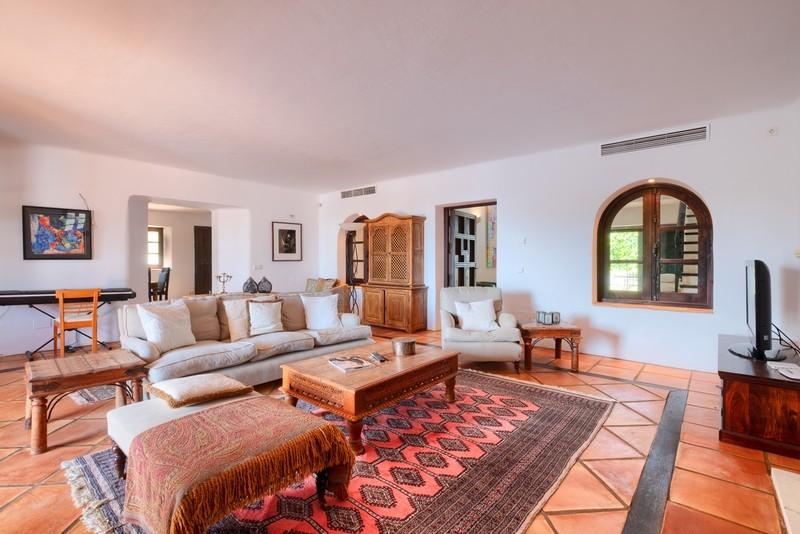 5 bed Property For Sale in El Madroñal, Costa del Sol - 2