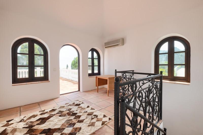 5 bed Property For Sale in El Madroñal, Costa del Sol - 20