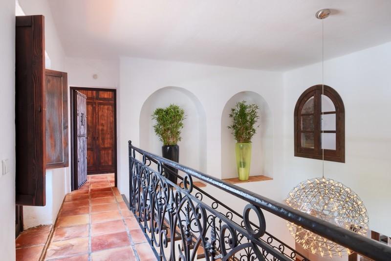 5 bed Property For Sale in El Madroñal, Costa del Sol - 23