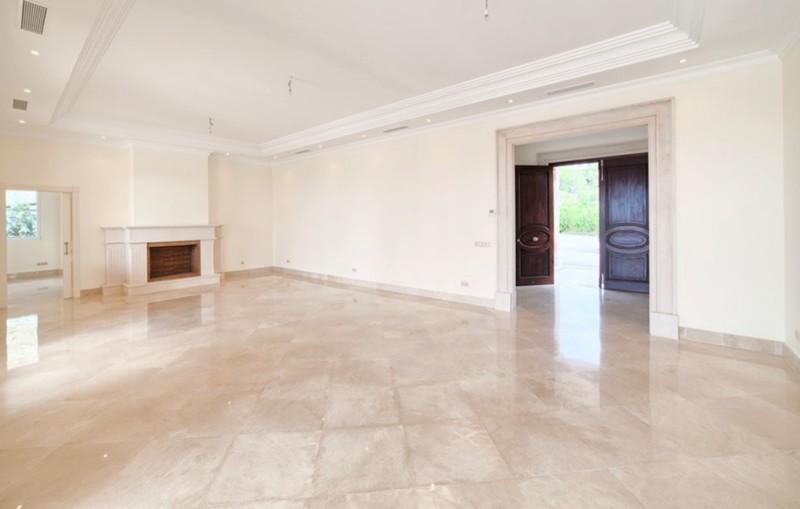 8 bed Property For Sale in Los Arqueros, Costa del Sol - thumb 6