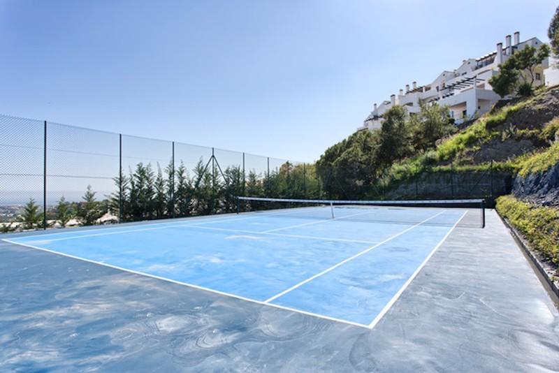 8 bed Property For Sale in Los Arqueros, Costa del Sol - thumb 7
