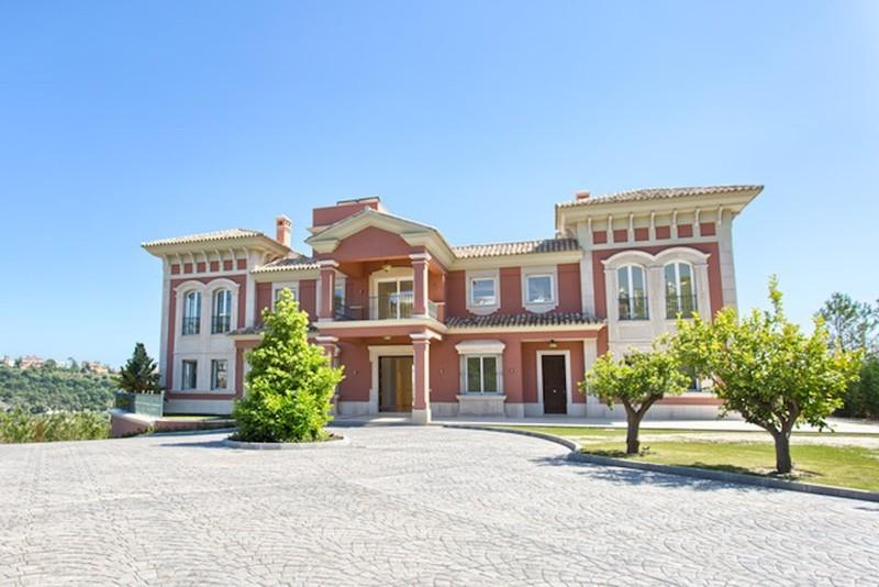 8 bed Property For Sale in Los Arqueros, Costa del Sol - thumb 8