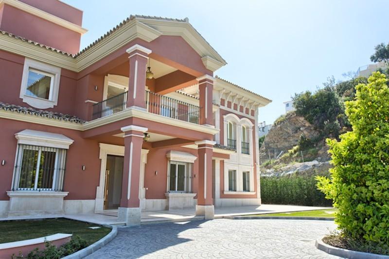 8 bed Property For Sale in Los Arqueros, Costa del Sol - thumb 15