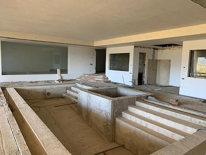 6 bed Property For Sale in La Zagaleta, Costa del Sol - 25