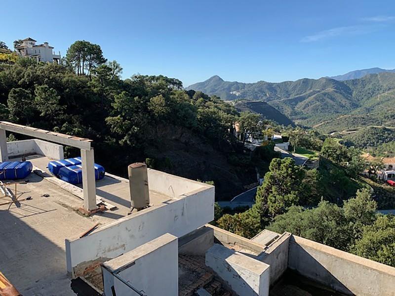 6 bed Property For Sale in La Zagaleta, Costa del Sol - 27