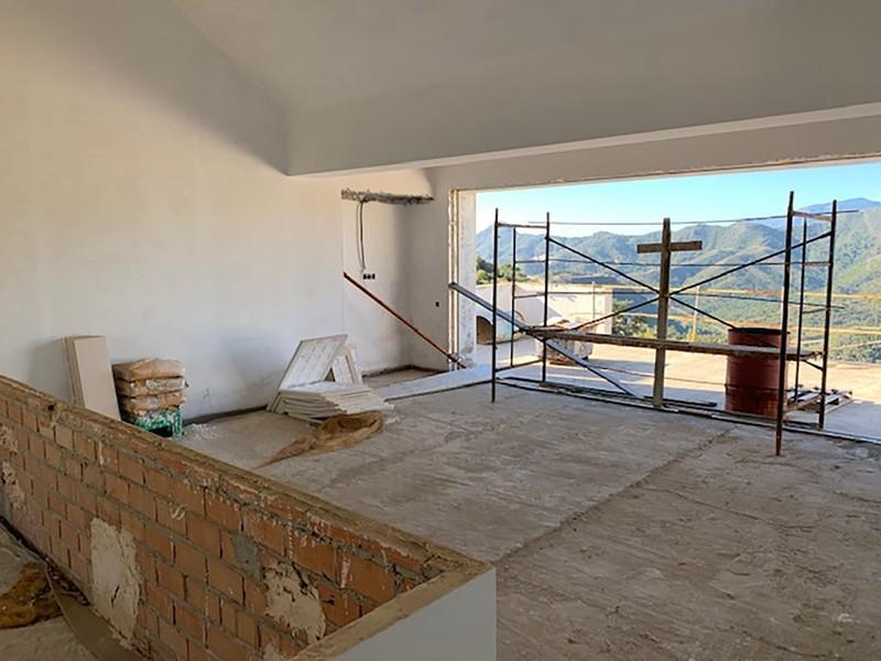 6 bed Property For Sale in La Zagaleta, Costa del Sol - 28