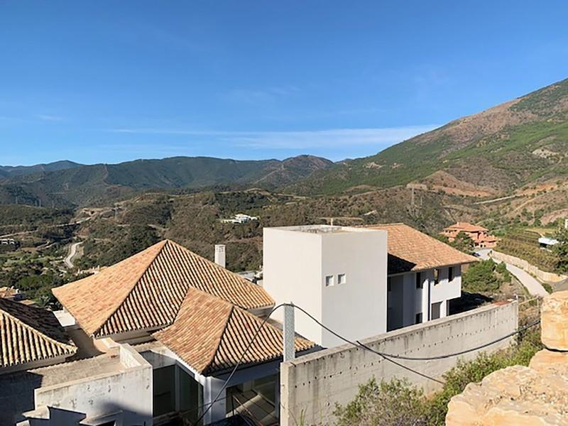 6 bed Property For Sale in La Zagaleta, Costa del Sol - 32