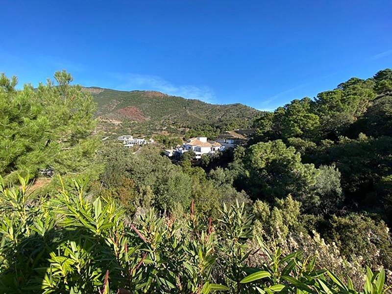 6 bed Property For Sale in La Zagaleta, Costa del Sol - 33