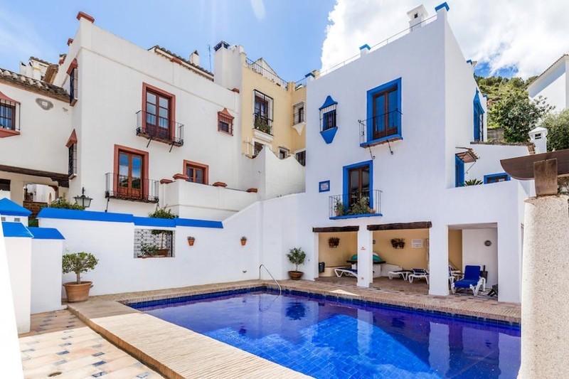 2 bed Property For Sale in Benahavís, Costa del Sol - 3