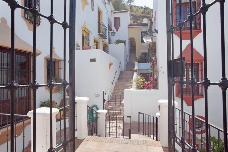 2 bed Property For Sale in Benahavís, Costa del Sol - 17