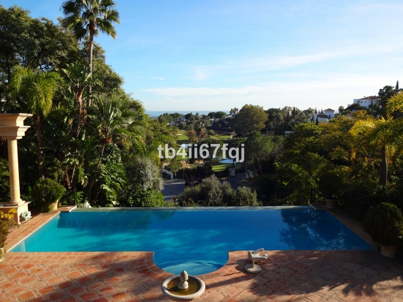 5 bed Property For Sale in La Quinta, Costa del Sol - 1