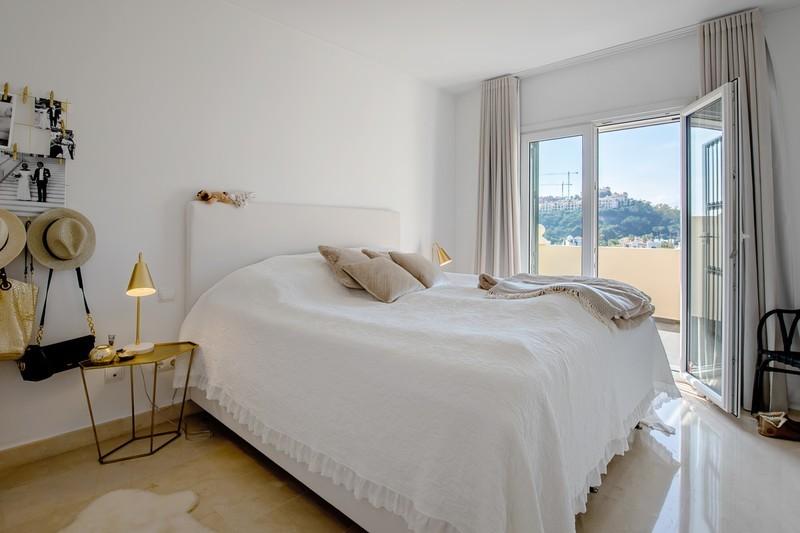 2 bed Property For Sale in Benahavís, Costa del Sol - 4