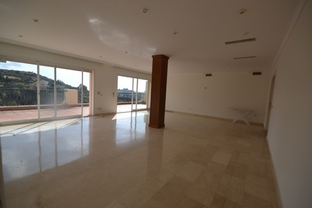 5 bed Property For Sale in La Quinta, Costa del Sol - 2