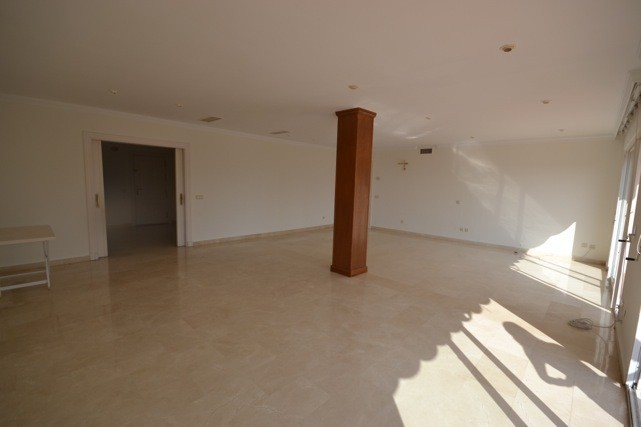 5 bed Property For Sale in La Quinta, Costa del Sol - 12