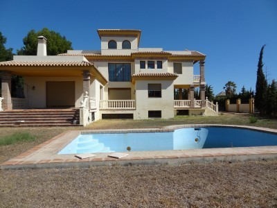 24 bed Property For Sale in Atalaya, Costa del Sol - 2