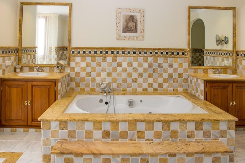 5 bed Property For Sale in El Madroñal, Costa del Sol - 13