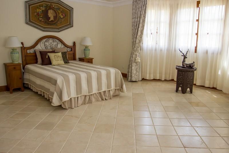 5 bed Property For Sale in El Madroñal, Costa del Sol - 16