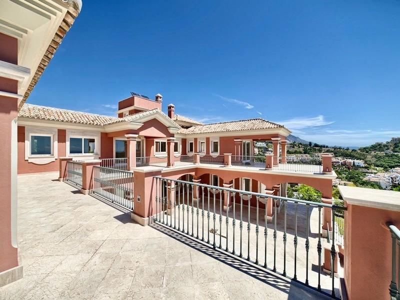 8 bed Property For Sale in Los Arqueros, Costa del Sol - thumb 2
