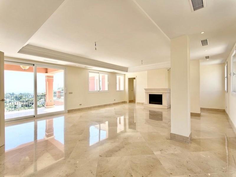 8 bed Property For Sale in Los Arqueros, Costa del Sol - thumb 4
