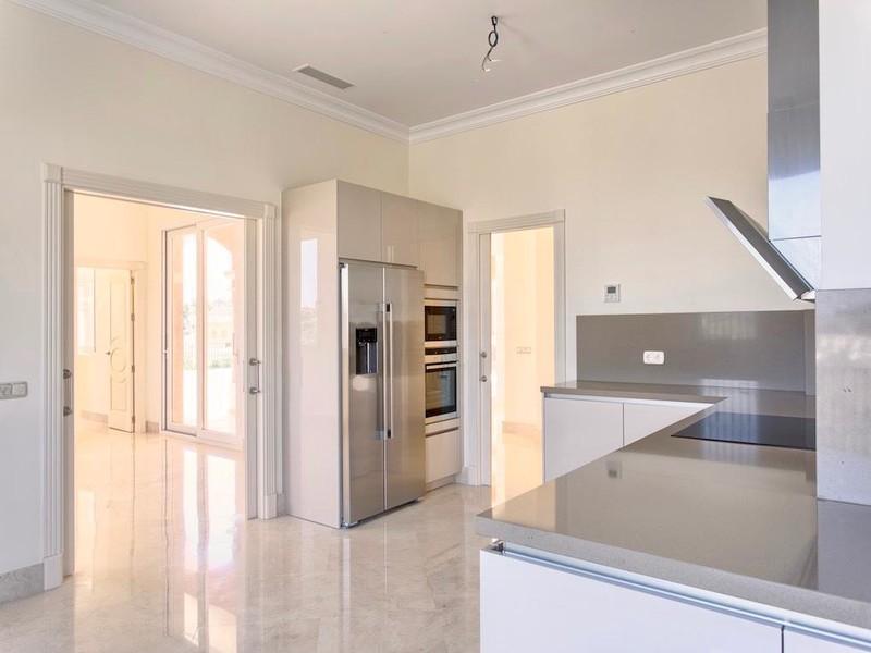 8 bed Property For Sale in Los Arqueros, Costa del Sol - thumb 5