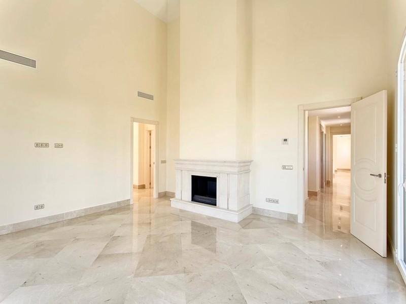 8 bed Property For Sale in Los Arqueros, Costa del Sol - thumb 9