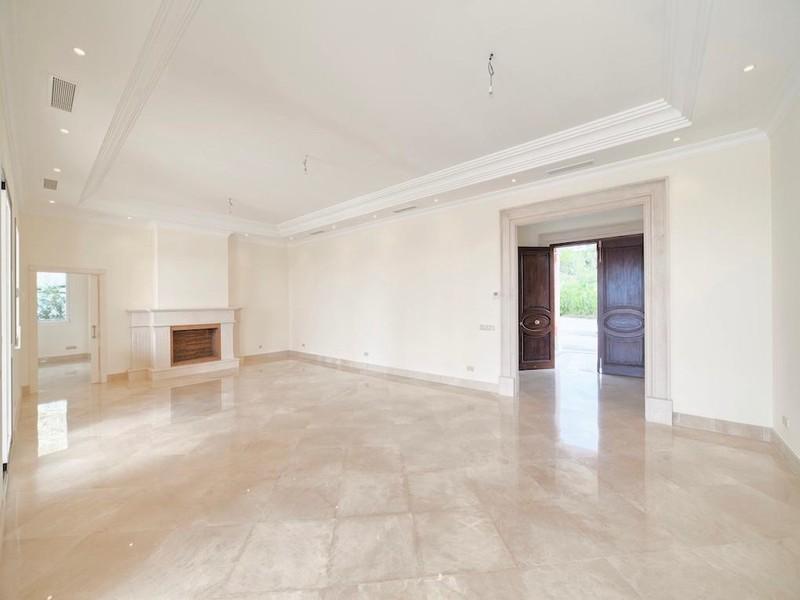 8 bed Property For Sale in Los Arqueros, Costa del Sol - thumb 10