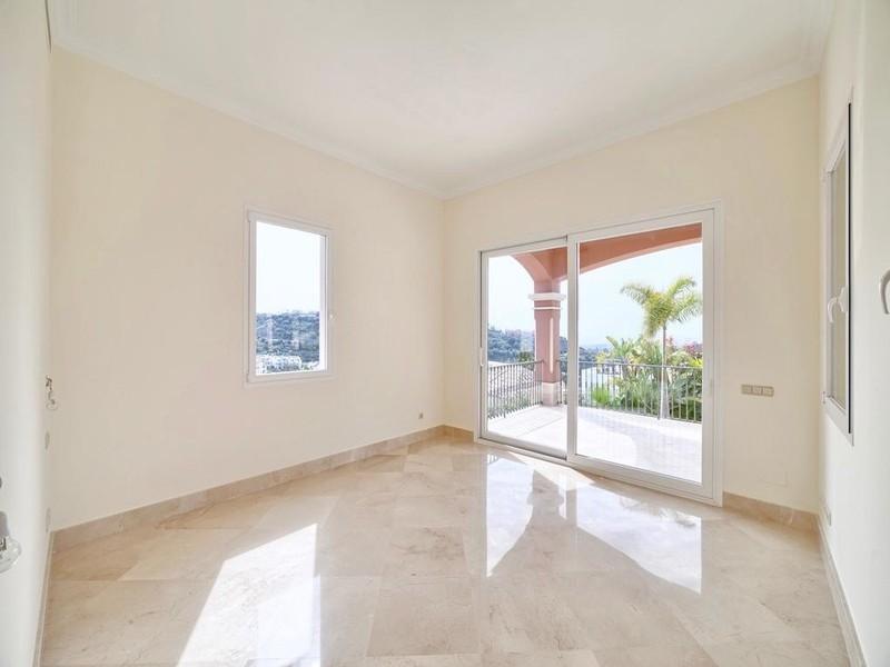 8 bed Property For Sale in Los Arqueros, Costa del Sol - thumb 12