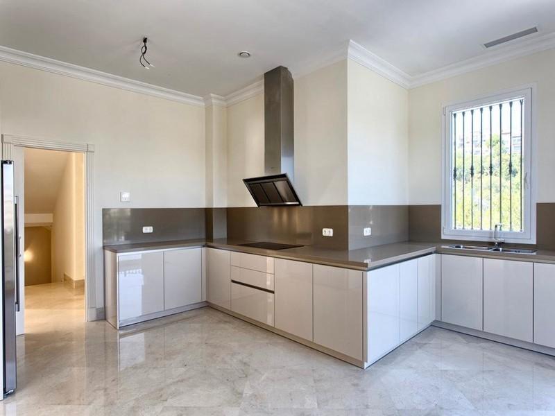 8 bed Property For Sale in Los Arqueros, Costa del Sol - thumb 13