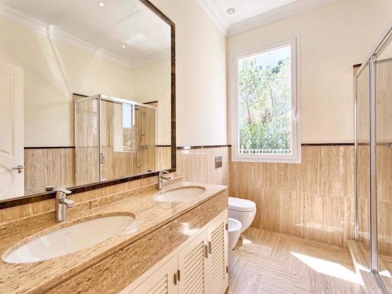 8 bed Property For Sale in Los Arqueros, Costa del Sol - thumb 17